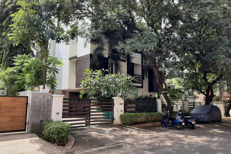 Besant Nagar 4 BHK Flat for Resale